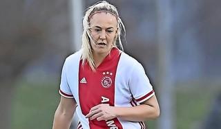 Voetbalinternational Stefanie van der Gragt is niet huiverig voor blessure in aanloop naar Olympische Spelen: 'Als je daar constant aan denkt, gaat het in je hoofd zitten. En als je onzeker een duel in gaat, dan gaat het júist verkeerd'