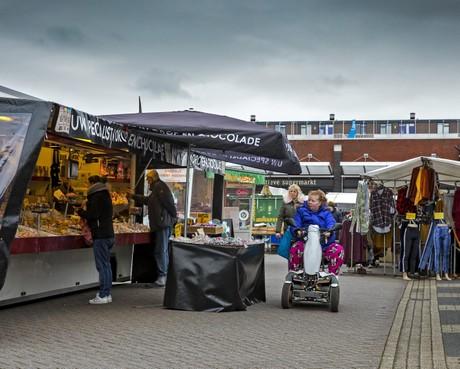 Alle markten in regio Alkmaar gaan gewoon door, maar niet meer dan honderd klanten tegelijk