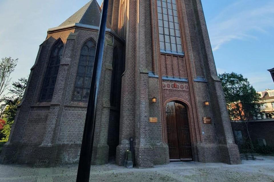 De opgeknapte Christoforuskerk, door een groothoeklens.