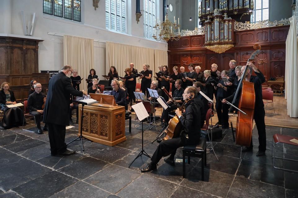 Koor en muzikanten in de Oosterkerk.