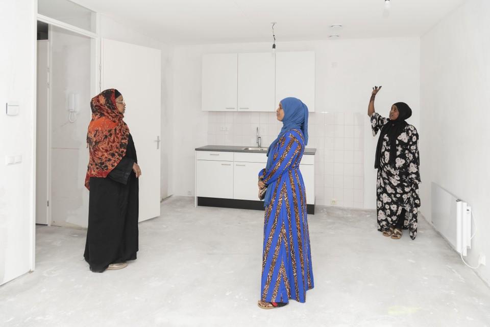 Veel toekomstige bewoners namen een kijkje in hun nieuwe woning, waarvan zij eind augustus de sleutel krijgen.