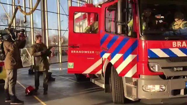 Minister Grapperhaus Geeft Oudejaars Peptalk Aan Brandweer Z Noordhollandsdagblad
