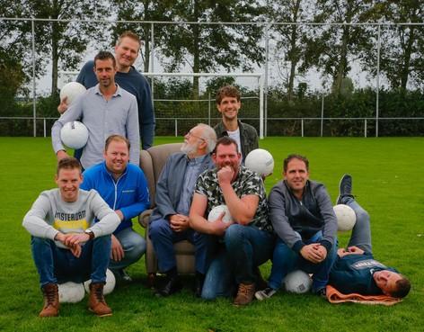 Sportieve hereniging Voetbal Zuidermeer met verrassing voor jeugdteam van weleer