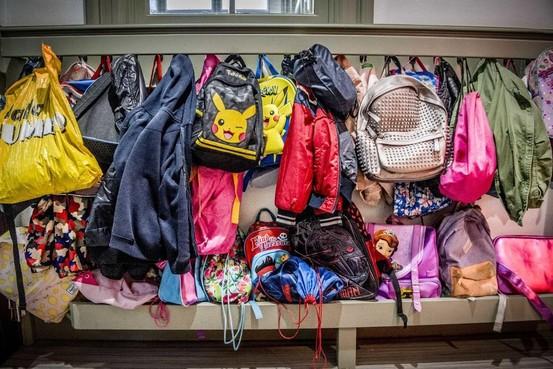 De Rank in Schagen wil een extra klaslokaal bouwen. Als de school dat volgens de regeltjes moet doen, kost het de gemeente 84.000 euro meer
