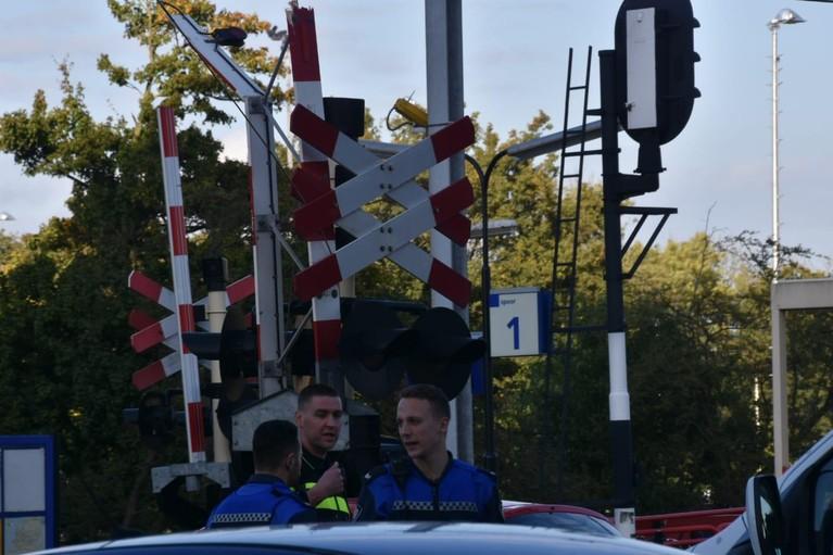 Slagboom kapotgereden bij spoorwegovergang Purmerend Overwhere