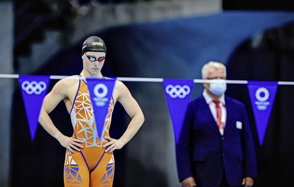 Kira Toussaint tijdens de finale 100 meter rugslag.