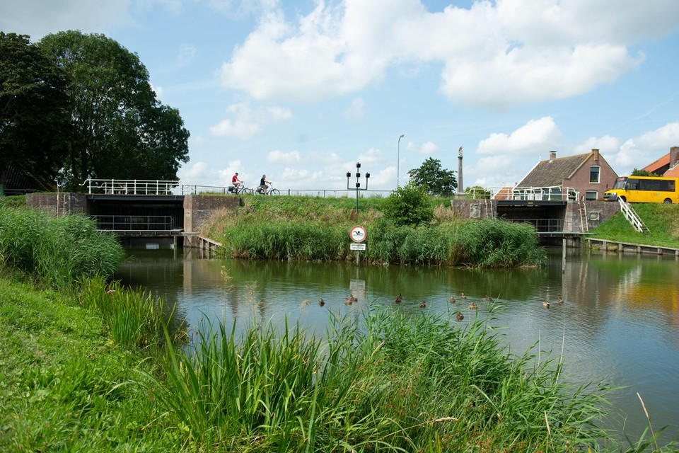 De Noorder- en de Zuidersluis in Schardam.