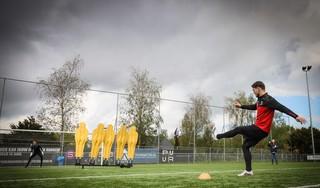 Op zoek naar de vrijetrappenkoning van West-Friesland: 'Finales zijn nooit mooi, wel spannend', klinkt het tijdens de eindstrijd van onze zoektocht. Even later is er een 'VAR check' nodig [video]