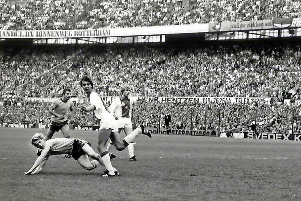 Frank Janssen (midden) tijdens de verloren bekerfinale tegen Feyenoord in 1980.