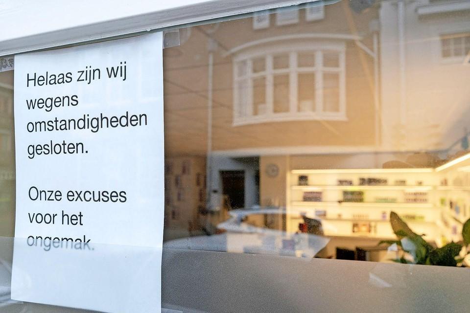 Bij het filiaal in Alkmaar hangt een briefje op het raam. Kort daarna gaat de beautyketen failliet.