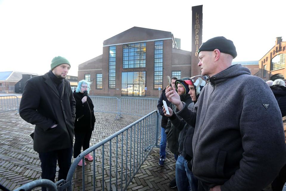 Na het tegenhouden van een bus demonstranten bij Alkmaar, stond er slechts vier man op Willemsoord.