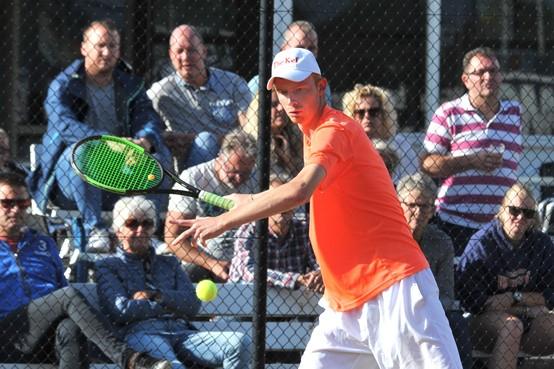 'Anti-kunstgras' weerhoudt tennisser Robert Kef niet van toernooizege bij Overdan