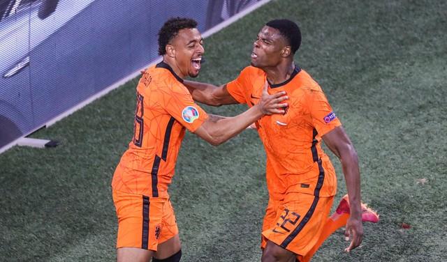 Nederland klaart de eerste klus al na twee speelronden en de Oranje-koorts begint langzaam de kop op te steken [video]