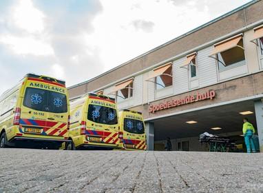 Bizar incident voor Alkmaars ziekenhuis: patiënt (55) valt na openhartoperatie van ambulancebrancard