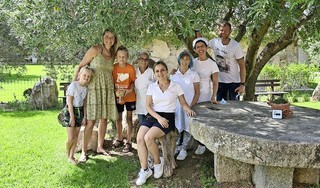 Afke Bleeker en haar gezin gaan vanavond met de trein naar huis vanuit Italië. 'Het klinkt misschien gek, maar als ik mijn kinderen zie huilen, hoop ik vooral dat hun knuffels weer terugkomen'