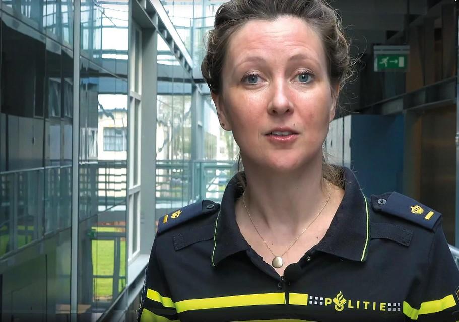 Op YouTube waarschuwt Caroline Sander van de landelijke recherche voor spoofing.
