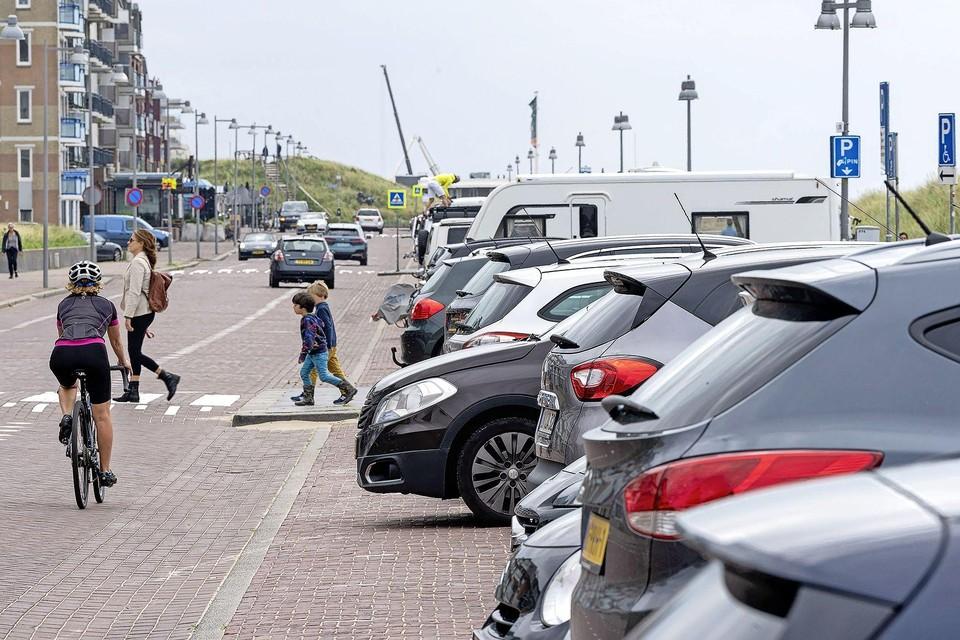De gemeente wil dat recreanten hun auto bij transferia aan de rand van het dorp neerzetten.