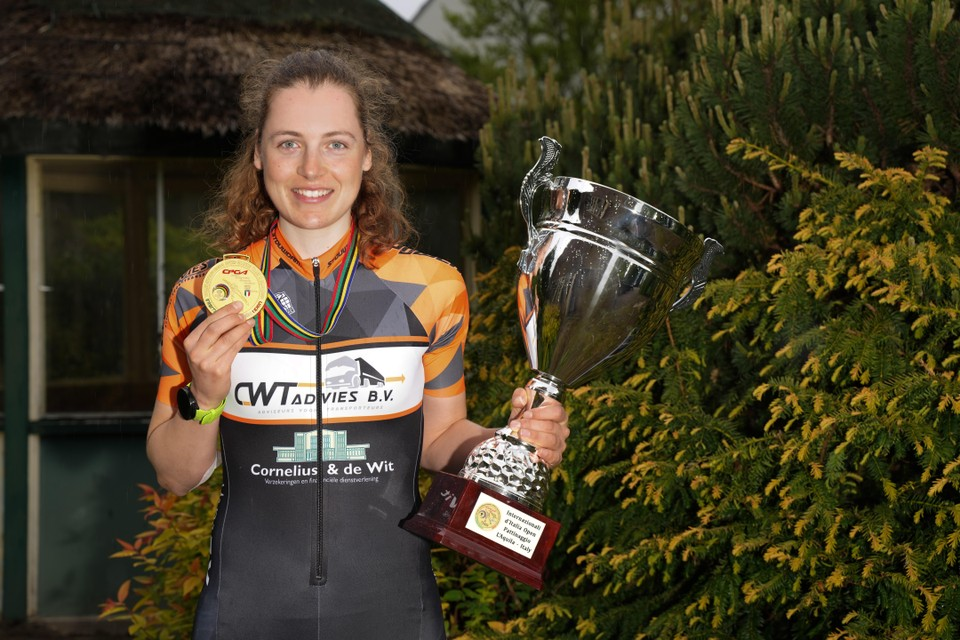 Het is nog even wachten op haar medaille, maar haar gouden plak van Italië heeft Beau Wagemaker nog. Net als de beker die ze daar won.