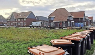 Beleggers die huizen opkopen en daarmee de huizenprijzen opdrijven: die kun je te lijf gaan met een bewoningsplicht. Maar is dat wel nodig in Hollands Kroon?