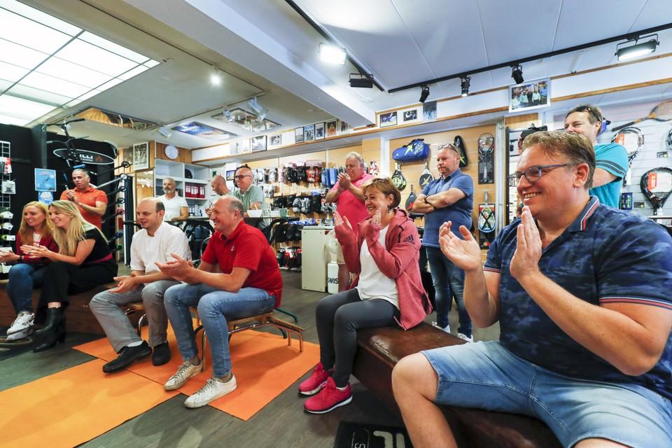 Kijken bij SchaatsLab naar de wedstrijd van de Olympische teamsprinters met Matthijs Büchli. De Nederlandse ploeg behaalt een gouden medaille.