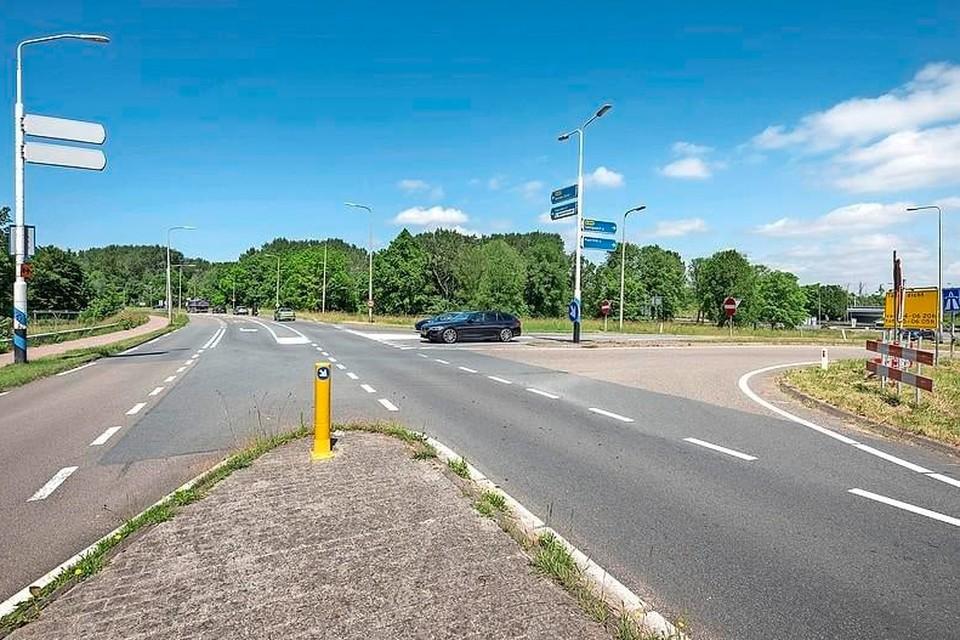 De kruising Rijksweg/N208.