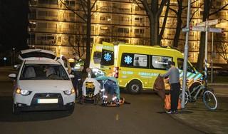Maaltijdbezorger op elektrische fiets geschept door automobilist in Haarlem