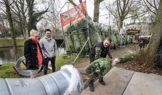 Haarlemse jacht op kerstbomen is weer begonnen: 'Vogeltjes, slingers, engelenhaar? Nee hoor, alleen ballen en een kabouter'