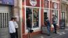 West-Friezen zien dat regels inmiddels massaal en overal aan de laars gelapt worden: 'Wielrenners zijn zeker resistent tegen corona'