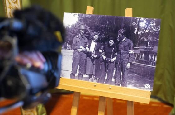 Zoektocht naar oorlogsfoto's en verhalen erachter