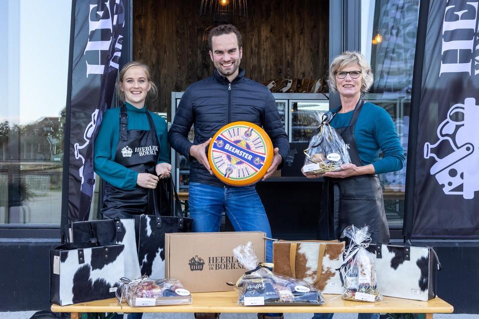 Rens Kooijman (m) van Heerlijkvandeboer.nl is een van de deelnemers aan Braderie Schellinkhout.