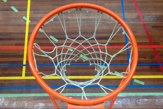 Basketbalsters Den Helder lopen nog achter op gedachtepatroon van coach Mario Bennes
