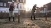 Eerste palen met de hand de grond in voor sociale woningbouw in Wagenweggebied Purmerend: 'Geen tijd te verliezen'