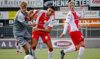 IJsselmeervogels voorkomt zeperd én mislukt debuut na krankzinnige slotfase tegen oude ploeg van coach Berry Smit: 'Het leek wel of ik als een rode lap op die jongens werkte' [video]