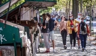 Parijs wil mondkapje ook in winkelstraat en wachtrij verplichten
