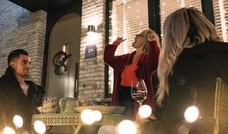 Een maaltijd en een lied aan huis. Nissa Café en zangeres Birkit Rietveld bundelen krachten [video]