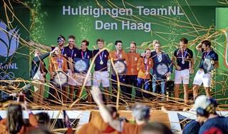 Het haalt het misschien niet bij de sfeer van het Holland Heineken House, maar huldiging op het Scheveningse strand is 'next best thing' voor thuiskomende olympiërs [video]