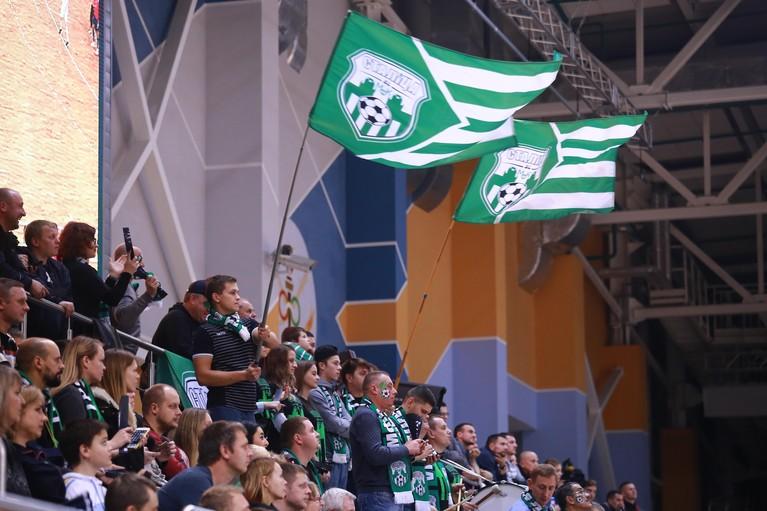Hovocubo krijgt een pak slaag bij start van Champions League: 'Elke fout werd afgestraft'