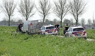 Fietsster zwaargewond bij botsing met busje in Oudendijk