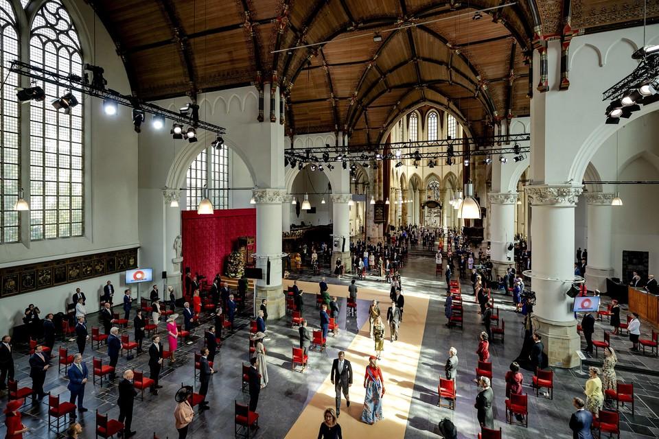 Koning Willem-Alexander en koningin Maxima op Prinsjesdag, verlaten na de Troonrede de Grote Kerk.