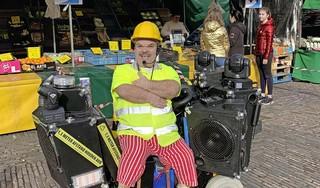 Clown Milko wijst publiek op drukke Grote Markt op 1,5 meter 'Slechts af en toe krijg ik een middelvinger'