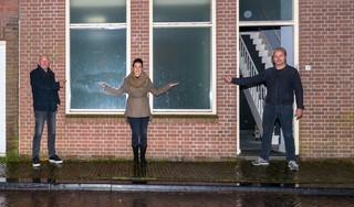 Bewoners Torenstraat in Enkhuizen vrezen pinautomaat naast hun deur: 'Straks ligt de hele pui eruit'