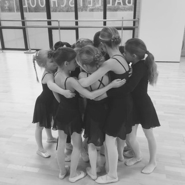 Balletschool mag nog steeds niet open en voelt zich vergeten groep: 'Zijn wij nou sport of cultuur!?'
