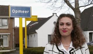 Kleindochter van oud-burgemeester van Wognum mikt op hoogste ambt in Opmeer. Elise Salman (24): 'Ik wil de jongste vrouwelijke burgemeester worden' [video]