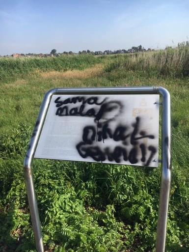 Vandalen bekladden oorlogsmonument Landsmeer