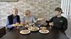 Mo viert het Suikerfeest alleen met zijn 'nieuwe ouders' in Hoorn