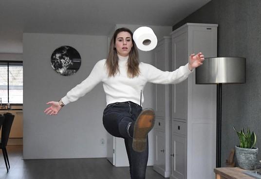 Familie basketbalster Britt Zappeij van bv Den Helder woont in Tiel en haar vriend is veel op zee: 'Ik was al gewend om vaker alleen te zijn'