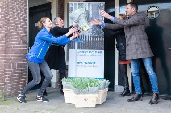 Echtpaar uit Wervershoof steunt met actie 'Tulpen voor Toppers' zowel kwekers als zorgmedewerkers