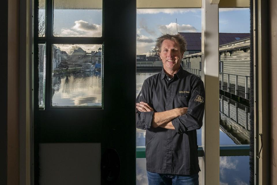 Alain Alders maakt zich op voor een nieuw professioneel avontuur, in een voormalige schuur bij museum Broekerveiling.