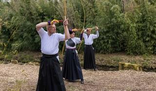 Lege geest, vaste hand: Japans boogschieten in een West-Fries bamboebos [video]