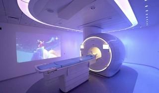 MRI-scan stuk minder eng met behulp van Mickey Mouse
